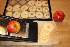 skiva äpplen med mandolin