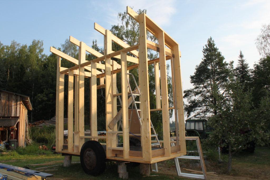 Nygårds Hönshusbygge på vagn stomme