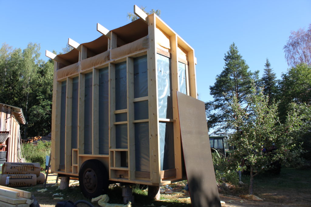 Nygårds Hönshusbygge på vagn skivor och takisolering