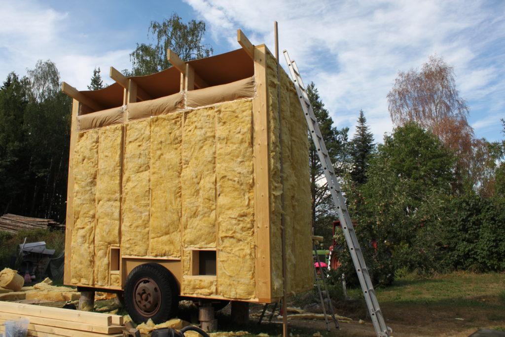 Nygårds Hönshusbygge på vagn isolerade väggar